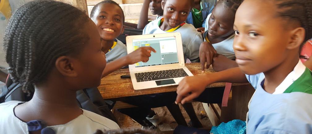 Cameroonian schoolchildren learn digital skills.