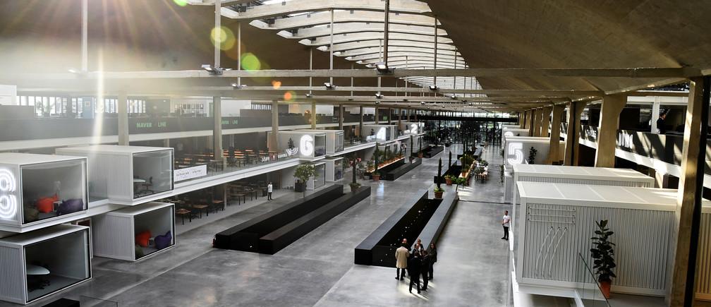 "General view of start-ups incubator ""Station F"", in Paris, France, June 29, 2017 . REUTERS/Bertrand Guay/Pool - RTS19688"