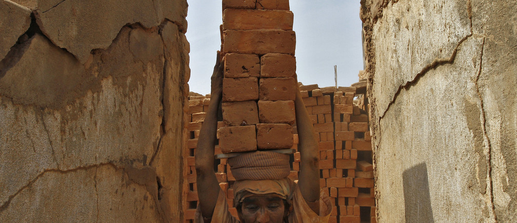 A female labourer carries bricks at a brick factory on the outskirts of the southern Indian city of Chennai April 30, 2013. May Day or Labour Day will be marked on Wednesday. REUTERS/Babu (INDIA - Tags: BUSINESS EMPLOYMENT TPX IMAGES OF THE DAY) - GM1E94U1KS101
