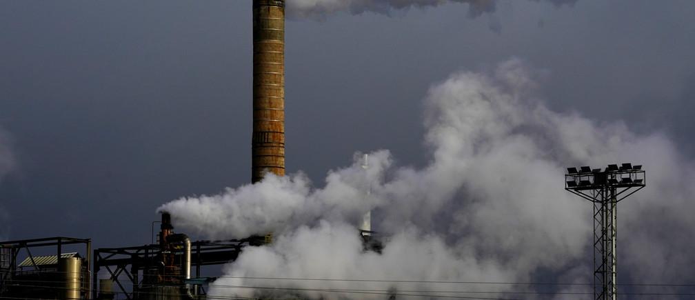Vapour comes out of chimneys at a sugar processing factory in Miranda de Ebro, Spain, December 14, 2018.  REUTERS/Vincent West - RC1D7B221200