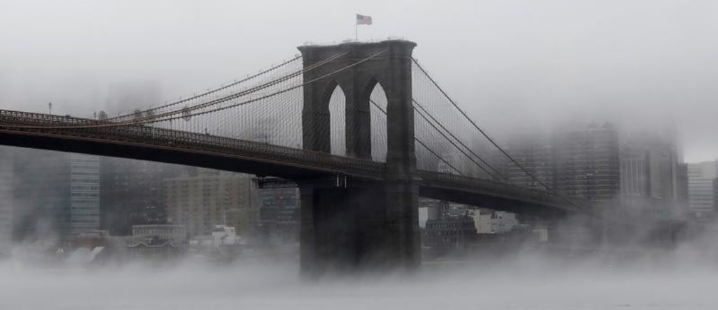 The Brooklyn Bridge is seen partially in fog from in front of the Manhattan skyline in Brooklyn, New York, U.S., January 12, 2018. REUTERS/Shannon Stapleton     TPX IMAGES OF THE DAY - RC1DF679BDC0