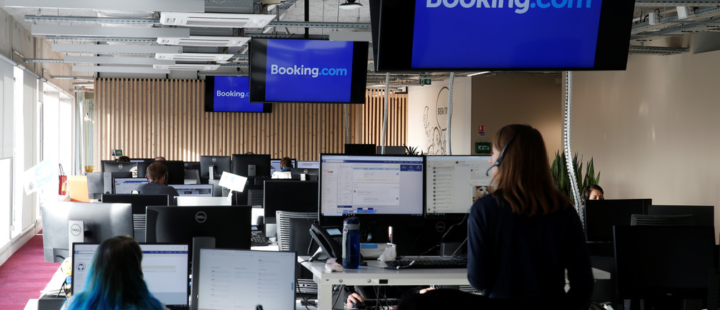 Employees work on computers at the new Booking.com customers site in Tourcoing, France, October 4, 2019. REUTERS/Pascal Rossignol - RC1C8F46A630