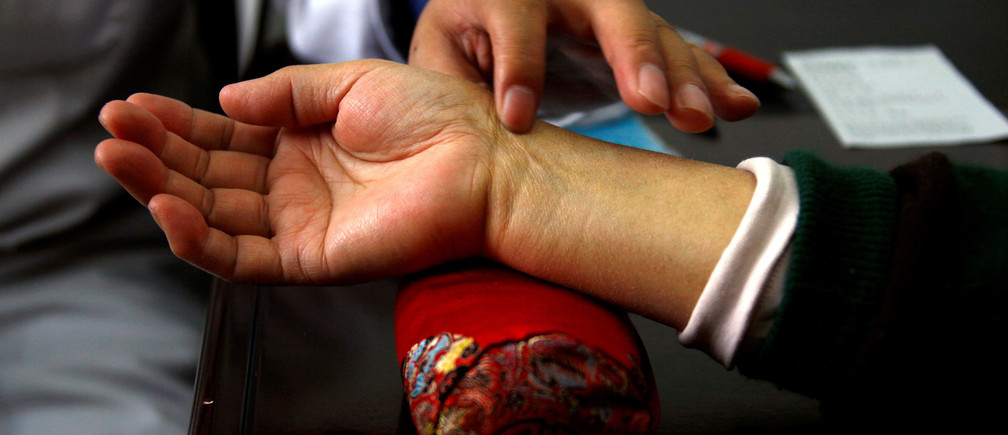 A diabetes patient has her pulse checked by a diabetes specialist doctor during a medical check-up at a hospital in Beijing, China March 19, 2012. REUTERS/David Gray/File Photo - RTSH45Q