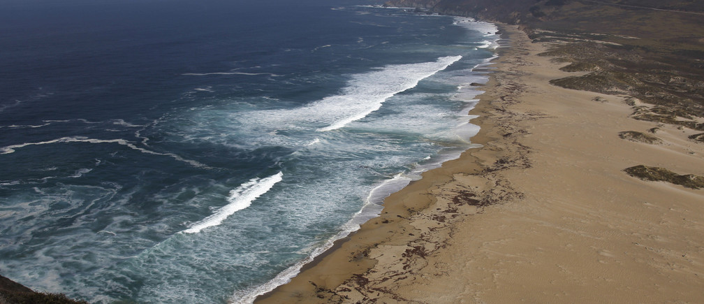View of the Pacific Ocean and coastline at the Point Sur State Historical Park north of Big Sur, California, October 22, 2013. REUTERS/Michael Fiala (UNITED STATES) - GM1E9AN0GEP01