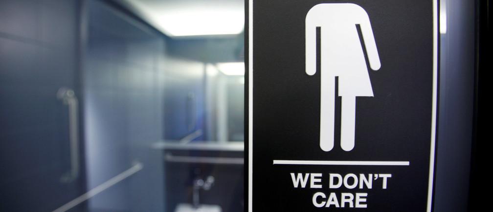 A sign protesting a recent North Carolina law restricting transgender bathroom access adorns the bathroom stalls at the 21C Museum Hotel in Durham, North Carolina May 3, 2016. REUTERS/Jonathan Drake/File Photo - RTX2RU1H