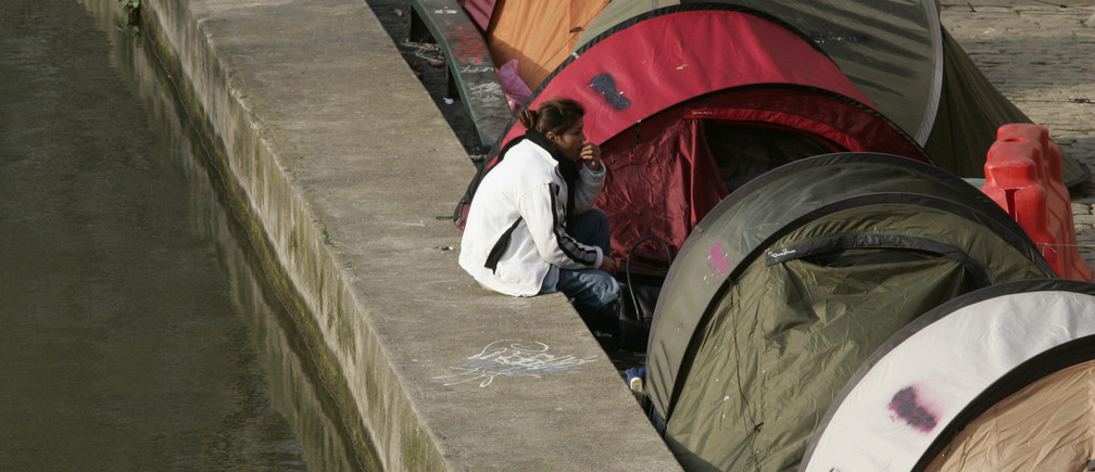 "Tents for homeless people line the Canal Saint Martin in Paris, February 20, 2007. The French association ""Enfants de Don Quichotte"" (Children of Don Quichotte) set up the tents on December 17, 2006 to draw attention to the need for long-term accommodation solutions for the city's homeless.   REUTERS/Benoit Tessier (FRANCE)"