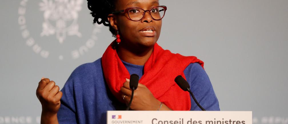 """La France est encore """"dans le coeur"""" de la crise liée à l'épidémie de coronavirus, a déclaré jeudi la porte-parole du gouvernement Sibeth Ndiaye (photo), estimant qu'elle n'était pas """"derrière nous"""" en dépit d'un ralentissement de la hausse du nombre de personnes entrant en réanimation."""