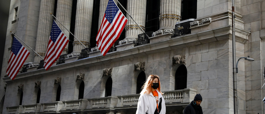 A woman wears a mask near the New York Stock Exchange (NYSE) in the Financial District in New York, U.S., March 4, 2020. REUTERS/Brendan McDermid - RC28DF9HJ2FQ