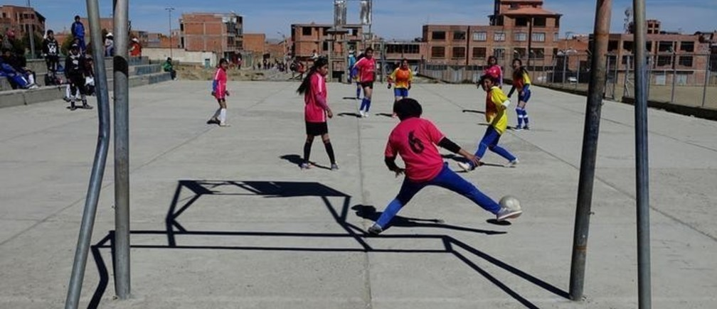 School girls play soccer in Villa Ingenio, El Alto outskirts in La Paz, Bolivia, June 1, 2018. REUTERS/David Mercado