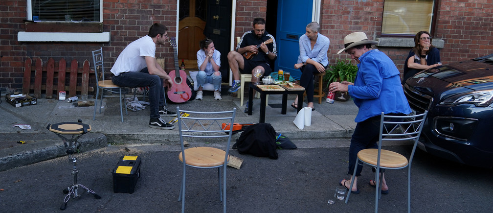 People play musical instruments outside their homes following the outbreak of the coronavirus disease (COVID-19), in Dublin, Ireland, May 24, 2020. REUTERS/Clodagh Kilcoyne - RC28VG9BCE23