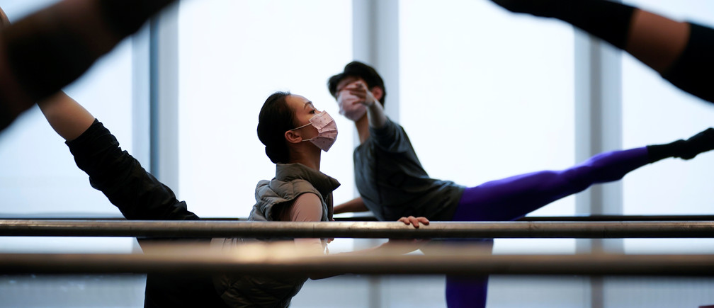 Shanghai Ballet dancers wearing masks practice in a dance studio in Shanghai, China, as the country is hit by an outbreak of the novel coronavirus, February 20, 2020. Picture taken February 20, 2020. REUTERS/Aly Song - RC2U4F9LCIGO