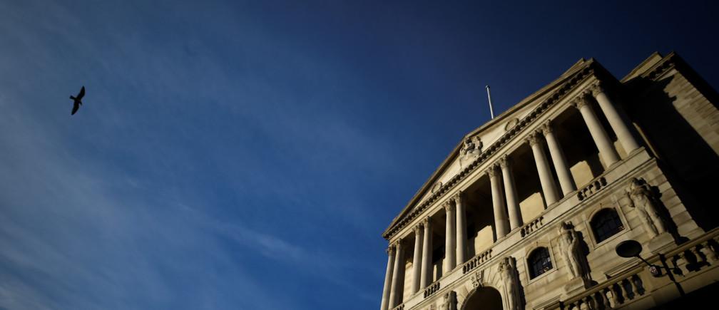 A bird flies past The Bank of England in the City of London, Britain, December 12, 2017. REUTERS/Clodagh Kilcoyne - RC1622356BA0