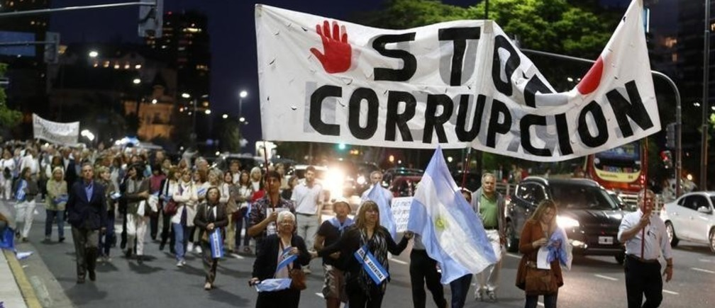 "Protesters march through a main avenue during an anti-government rally in Buenos Aires November 13, 2014. Diverse organizations rallied against inflation, corruption and high crime rates in widespread protests organized via social media networks on Thursday.  The banner reads: ""Stop Corruption.""  REUTERS/Enrique Marcarian (ARGENTINA - Tags: POLITICS CIVIL UNREST) - GM1EABE0NSX01"