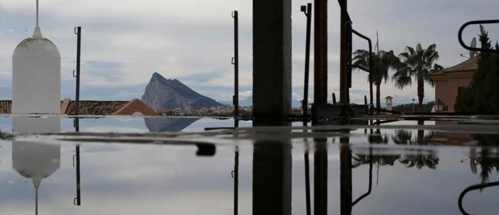 The Rock of the British overseas territory of Gibraltar, historically claimed by Spain, is seen from the Spanish side of the border near La Linea de la Concepcion, southern Spain, November 23, 2018. REUTERS/Jon Nazca - RC1D772C5870