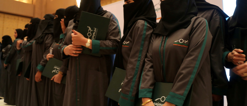 Saudi women hold their diplomas during the graduation ceremony of Saudi women car-accident inspectors, a few days before women are set to take the wheel in Riyadh, Saudi Arabia June 21, 2018. Picture taken June 21, 2018. REUTERS/Noemie Olive - RC124CADF620