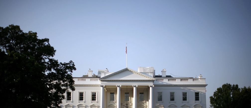 The White House is pictured shortly after sunrise in Washington, August 1, 2007.       REUTERS/Jason Reed      (UNITED STATES) - RTR1SFN2