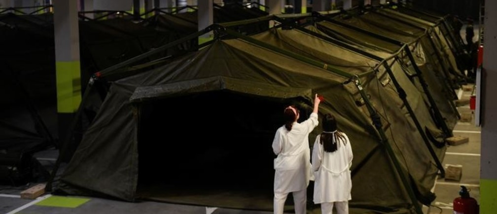 Members of the Military Emergency Unit (UME) install a tent hospital in the underground parking lot of the Hospital Universitario Central de Asturias to help combat the spread of coronavirus disease (COVID-19) in Oviedo, Spain, March 19, 2020. Picture taken March 19,2020 REUTERS/Eloy Alonso - RC2VNF99L12O