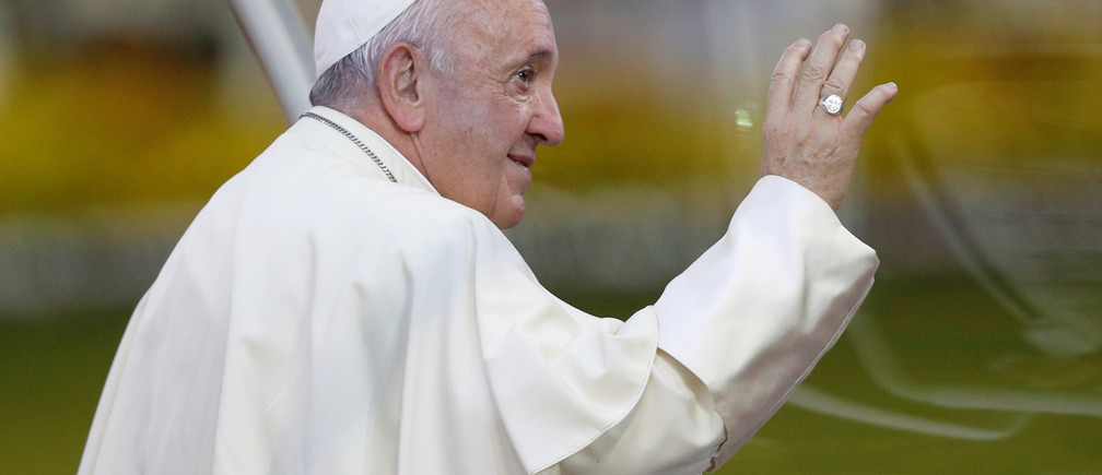 Pope Francis gestures as he arrives to hold the Holy Mass at the National Stadium in Bangkok, Thailand, November 21, 2019. REUTERS/Soe Zeya Tun - RC2PFD9NH0BT