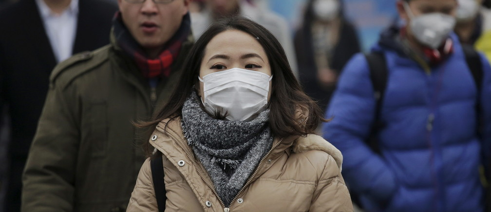 "Morning commuters wear protective masks to shield from extreme smog in central Beijing December 8, 2015 as China's capital issues its first ever ""red alert"" for pollution. REUTERS/Damir Sagolj - GF10000258169"