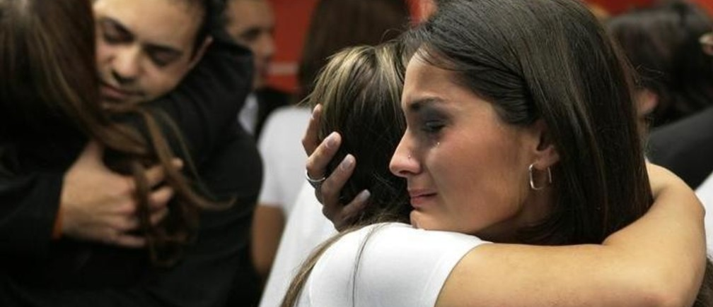 Employees of Gol airlines embrace after observing a minute of silence in memory of the 155 passengers and crew of flight 1907 that crashed into the Amazon jungle last September 29 in the worst air disaster in Brazil's history, in Sao Paulo's Congonhas airport October 5, 2006. REUTERS/Rickey Rogers (BRAZIL)