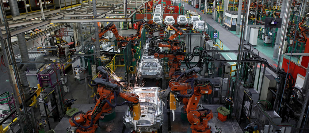 Robots assemble Renault and Nissan automobiles on the production line at the Renault SA car factory in Flins, near Paris, France, February 23, 2017. REUTERS/Benoit Tessier - RC1756138BB0