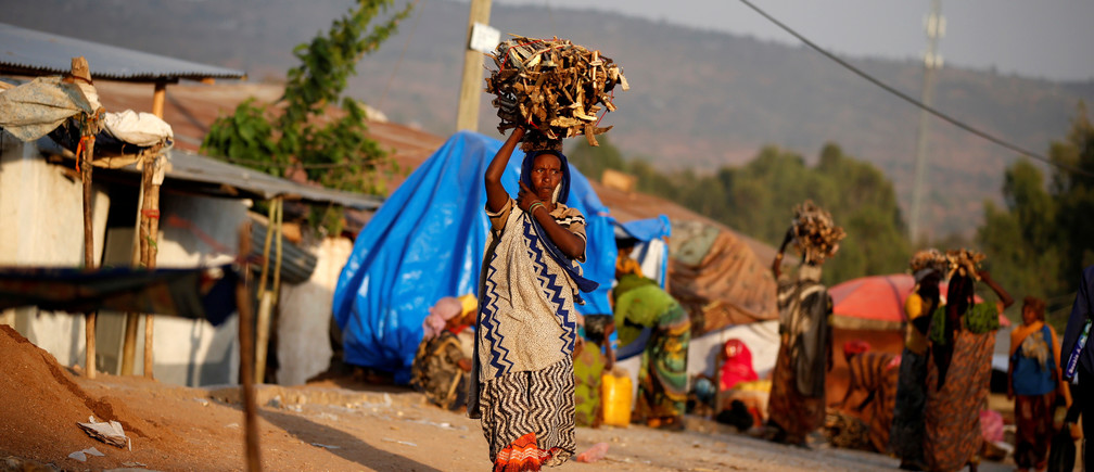 """A woman carries wood within the walled city of Harar, Ethiopia, February 24, 2017. REUTERS/Tiksa Negeri  SEARCH """"NEGERI HYENA"""" FOR THIS STORY. SEARCH """"WIDER IMAGE"""" FOR ALL STORIES. - RC1C8C6F73C0"""