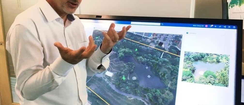 Alexandre Parilusyan of Dassault Systemes showcases Virtual Singapore, a detailed 3D model of the city-state that will be fed with big data and could assist in everything from urban planning to disaster mitigation, at the National Research Foundation offices in Singapore September 21, 2018. Picture taken September 21, 2018.  REUTERS/John Geddie - RC184E85B090