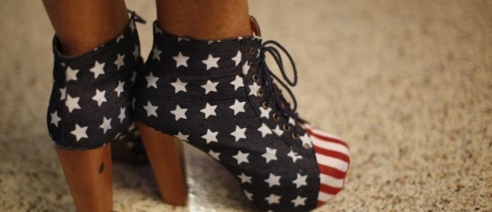 A convention goer wears Stars and Stripes heels during the second session of the 2012 Republican National Convention in Tampa, Florida, August 28, 2012.  REUTERS/Rick Wilking (UNITED STATES  - Tags: FASHION POLITICS ELECTIONS) - RTR377IL