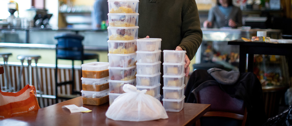 Owner Christian Steindl checks plastic boxes with food inside Restaurant-Bar Steindl in Vienna, Austria March 23, 2020. Restaurant Steindl started to offer food for take-away and delivers to the neighborhood with daily changing menus since the government closed restaurants and bars due to the spread of coronavirus disease (COVID-19) in Austria. Picture taken March 23, 2020. REUTERS/Lisi Niesner - RC2IQF9ZF3R8