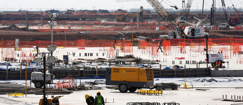 Employees work on the terminal foundations at the construction site of the new Mexico City International Airport in Texcoco on the outskirts of Mexico City, Mexico February 1, 2018. REUTERS/Carlos Jasso - RC1A57295560
