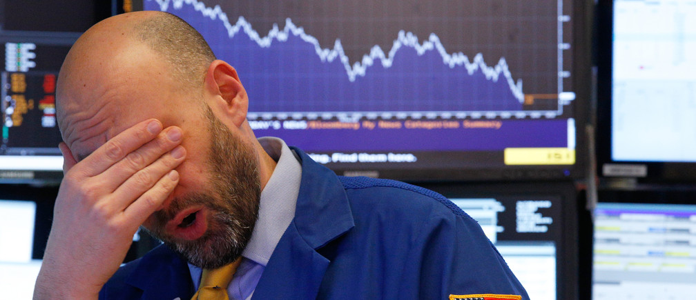 A trader reacts near the end of the day on the floor of the New York Stock Exchange in New York, U.S., February 8, 2018. REUTERS/Brendan Mcdermid - HP1EE281MAZSA