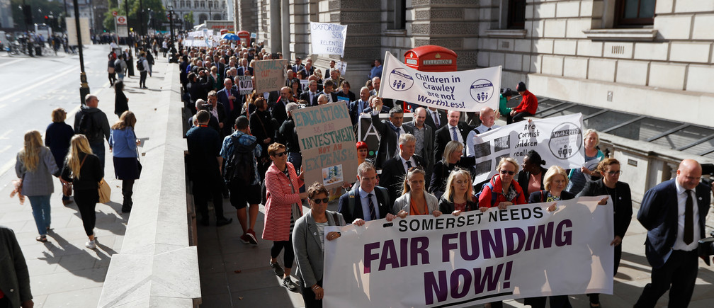 School head teachers demonstrate to demand better funding for education, in London, Britain, September 28, 2018. REUTERS/Peter Nicholls - RC19D95EC140