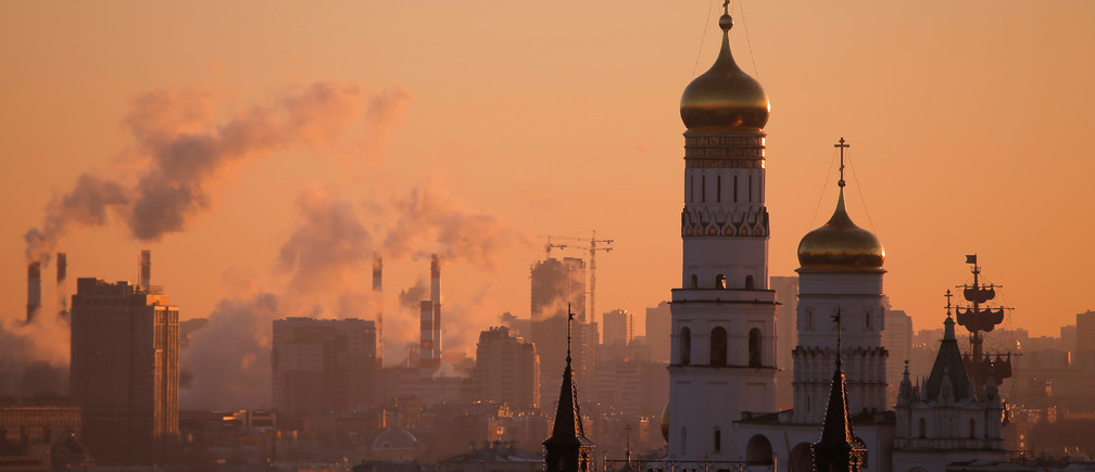 A view shows Ivan the Great Bell-Tower, located on the territory of the Kremlin, during sunset in Moscow, Russia, November 21, 2016. REUTERS/Maxim Shemetov - RTSSNCZ