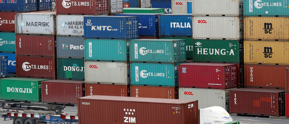 Containers are loaded at a port in Ho Chi Minh City, Vietnam July 27, 2018. REUTERS/Kham - RC1F511F38C0
