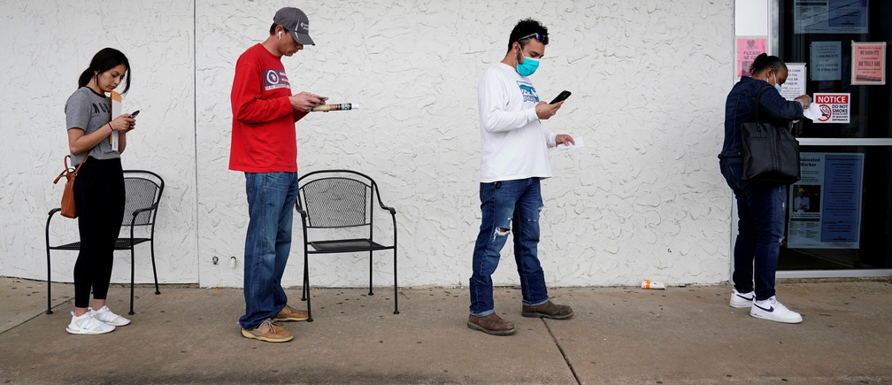 People who lost their jobs wait in line to file for unemployment following an outbreak of the coronavirus disease (COVID-19), at an Arkansas Workforce Center in Fayetteville, Arkansas, U.S. April 6, 2020. REUTERS/Nick Oxford - RC2AZF9NBJ12