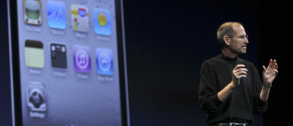Apple CEO Steve Jobs stands in front of an image of the new iPhone 4 during the Apple Worldwide Developers Conference in San Francisco, California, June 7, 2010.  REUTERS/Robert Galraith  (UNITED STATES - Tags: SCI TECH BUSINESS) - GM1E66805S701