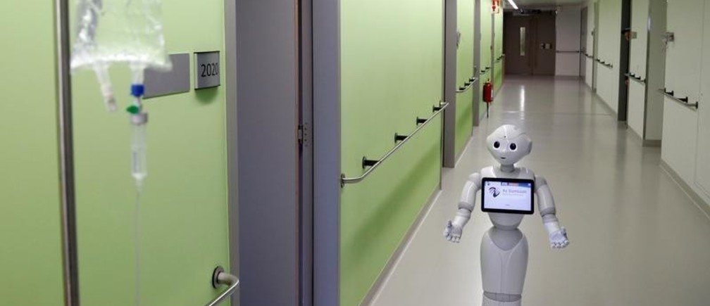 """New recruit """"Pepper"""" the robot, a humanoid robot designed to welcome and take care of visitors and patients, is seen at AZ Damiaan hospital in Ostend, Belgium June 16, 2016. REUTERS/Francois Lenoir  - D1AETKGAYRAB"""