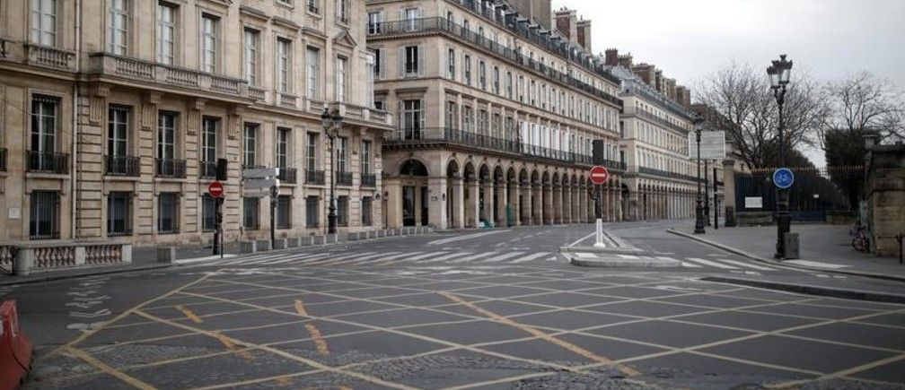 A view shows the empty Rivoli street in Paris as a lockdown is imposed to slow the rate of the coronavirus disease (COVID-19) spread in France, March 22, 2020. REUTERS/Benoit Tessier - RC26PF9DMP2W
