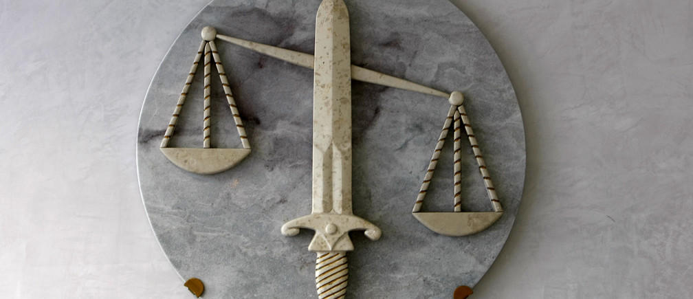 The symbol of Justice, with sword and the scales, is seen in a lawyers cabinet in Nice, southeastern France, October 9, 2009.   REUTERS/Eric Gaillard (FRANCE CRIME LAW) - PM1E5A90WJ601