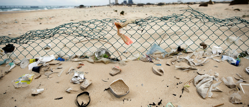 Plastic waste is seen on Zikim beach, on the Mediterranean coast near the southern city of Ashkelon, Israel February 10, 2019. Picture taken February 10, 2019. REUTERS/Amir Cohen - RC181ED27CE0