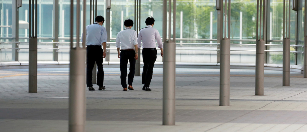 Businessmen walk during a heatwave in Tokyo, Japan July 23, 2018.  REUTERS/Issei Kato