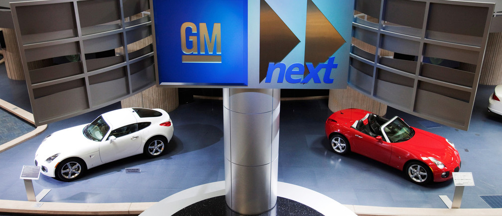 Cars are seen on display inside the General Motors Corp world headquarters in downtown in Detroit, May 28, 2009.  REUTERS/Mark Blinch/File Photo - RTSQJI3