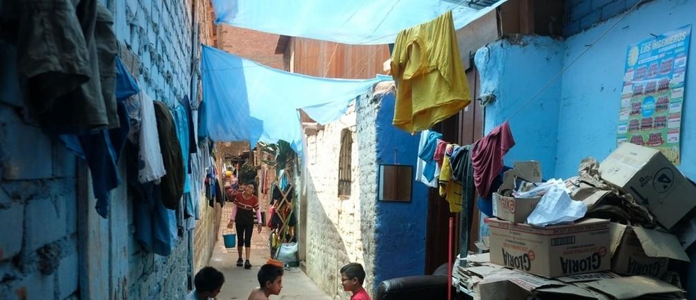 リマ(ペルー):6世帯が1つの水道を共有する手狭なキンタ式住宅(郊外の住宅)