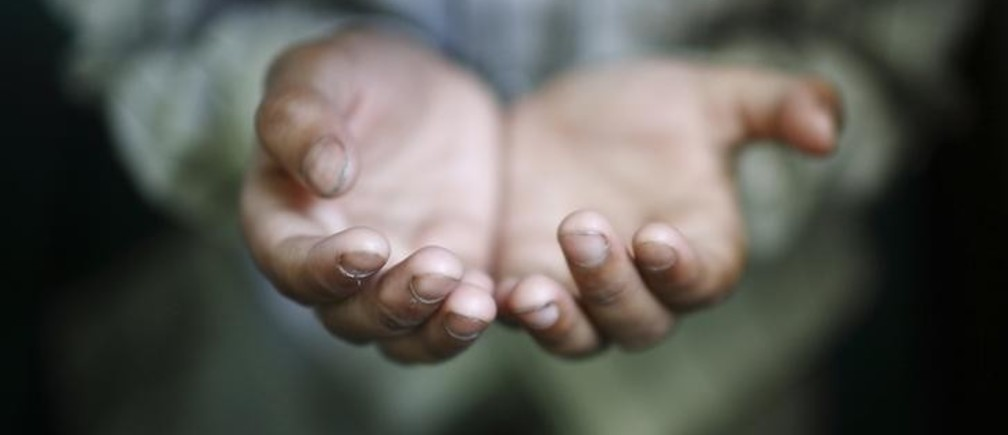 A hand of a Muslim boy offering prayer is pictured during the holy fasting month of Ramadan at Nepali Jame Mashjid in Kathmandu July 26, 2012. REUTERS/Navesh Chitrakar (NEPAL - Tags: RELIGION SOCIETY TPX IMAGES OF THE DAY)