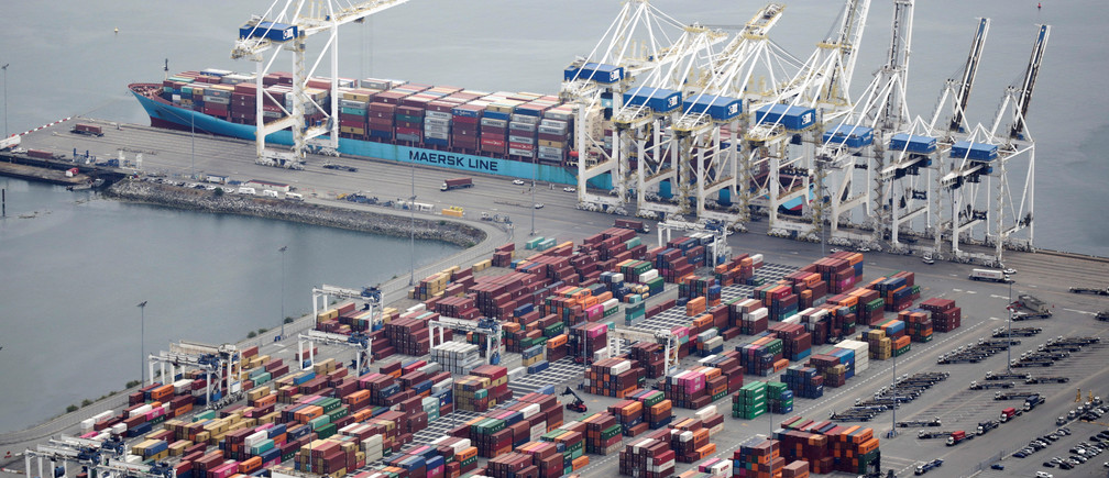 The ship Anna Maersk is docked at Roberts Bank port carrying 69 containers of mostly paper and plastic waste returned by the Philippines in Vancouver, British Columbia, Canada June 29, 2019. REUTERS/Jason Redmond - RC1BFE409ED0