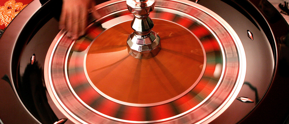 A croupier turns the roulette at the Brussels Casino owned by the Casinos Austria International November 25, 2005. The casino is the first to be built in Brussels. It has an area of 6200 square metres and offers 13 gaming tables, 201 slot machines, and will open on January 19, 2006. REUTERS/Francois Lenoir - RP2DSFHVVEAA