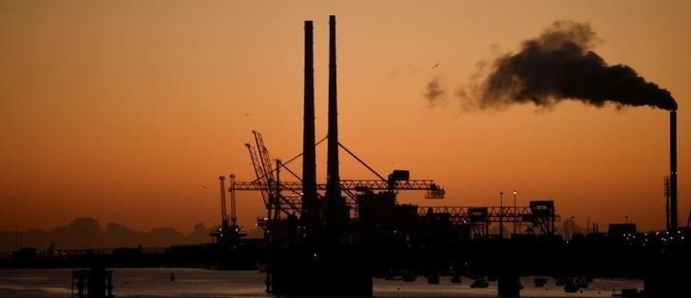 Dublin Port is seen at sunrise in Dublin, Ireland November 8, 2017. REUTERS/Clodagh Kilcoyne