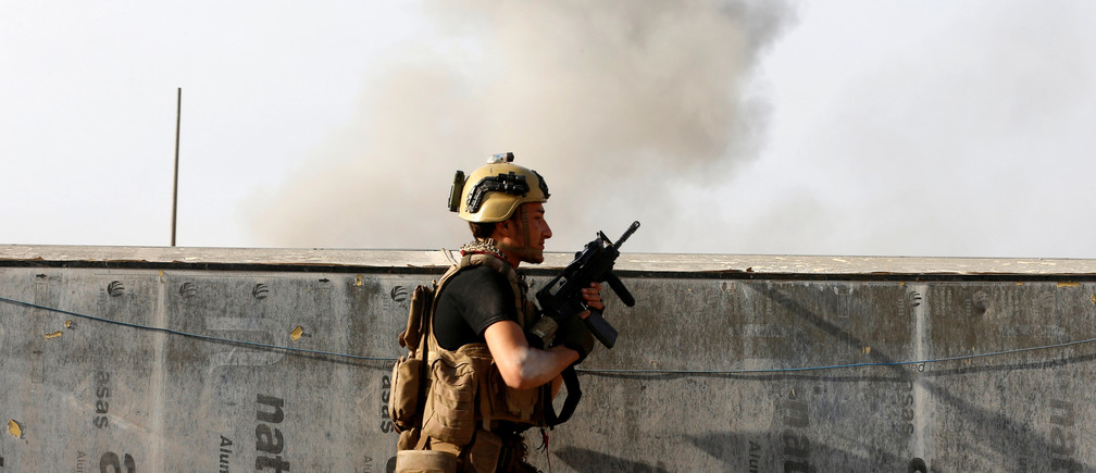 A member of the Iraqi Counter Terrorism Service exchanges fire during a fight with Islamic State militants in the al-Zahraa neighborhood of Mosul, Iraq November 13, 2016.