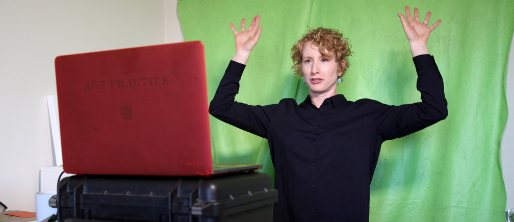 Lisa Wymore, a professor of dance, theater and performances studies at University of California, Berkeley leads warm-ups for an online course in Berkeley, California, U.S., March 12, 2020. REUTERS/Nathan Frandino - RC2VIF99IJ7M