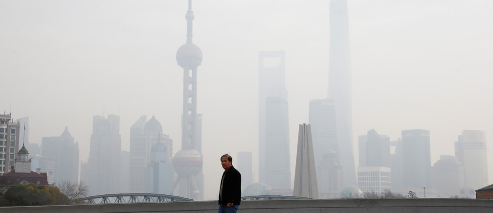 A man walks near the Bund during a polluted day in Shanghai, China, January 2, 2017.  REUTERS/Aly Song - RTX2X6WH